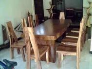 Meja makan kayu trembesi meh solid